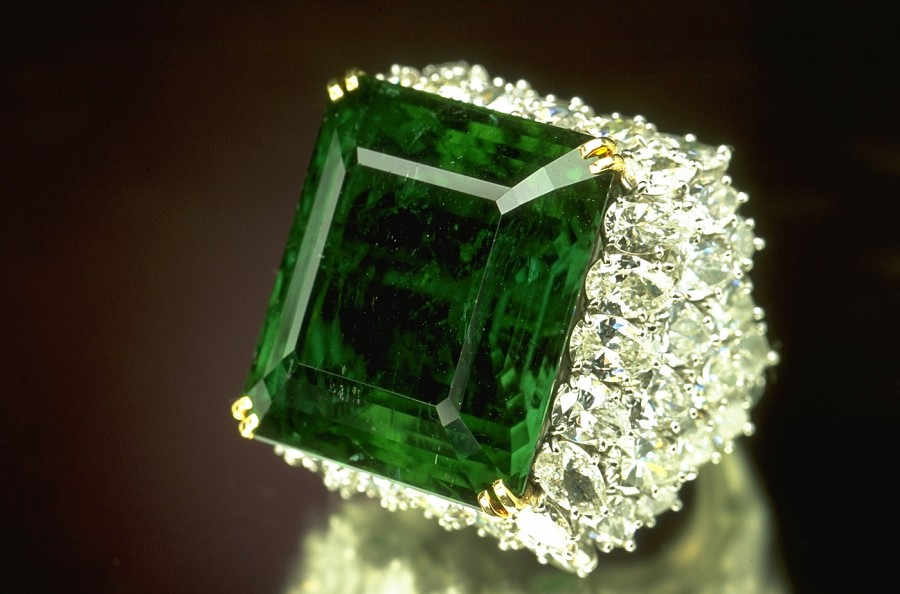 The Chalk Emerald Ring E1354907898525